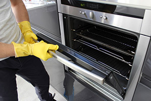 Oven Cleaning in Luton
